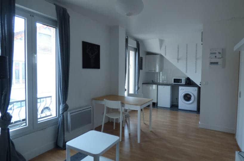 agence immobiliere maisons-alfort: studio meublé 20 m², pièce à vivre lumineuse avec cuisine aménagée et équipée