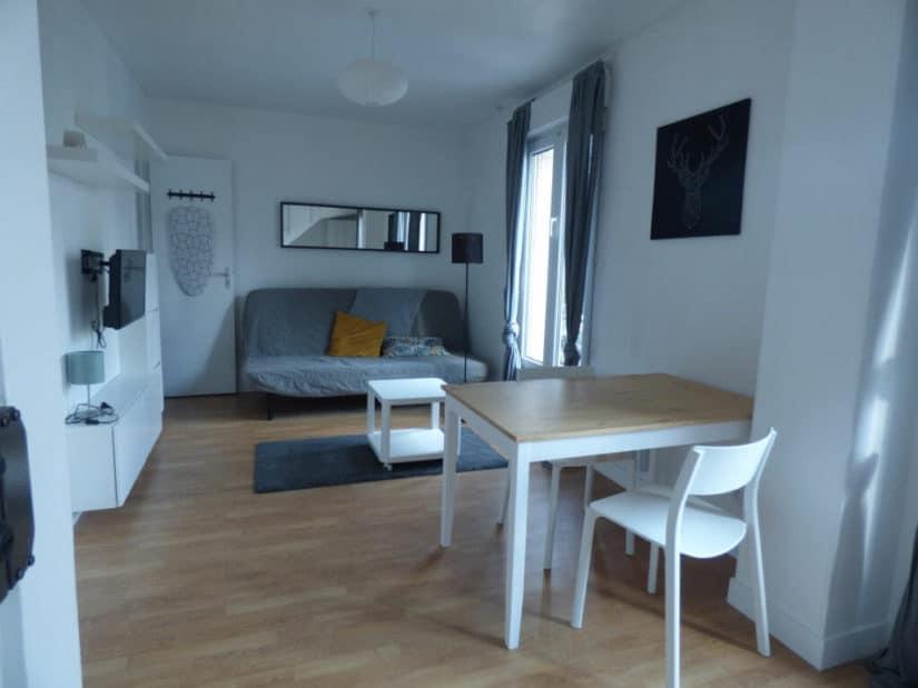 immobilier maison alfort: location studio 20 m² meublé, belle pièce avec coin cuisine aménagée et équipée