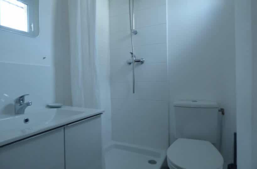 appartement maison alfort: studio meublé 20 m², salle de bain avec douche et wc