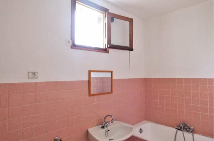 agence immobilière 94: 2 pièces 40 m², salle de bain rénovée avec baignoire, alimentation pour lave-linge