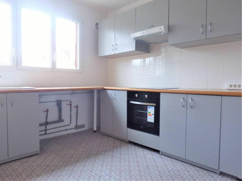 location appartement 94: appartement 3 pièces 66 m², cuisine indépendante aménagée