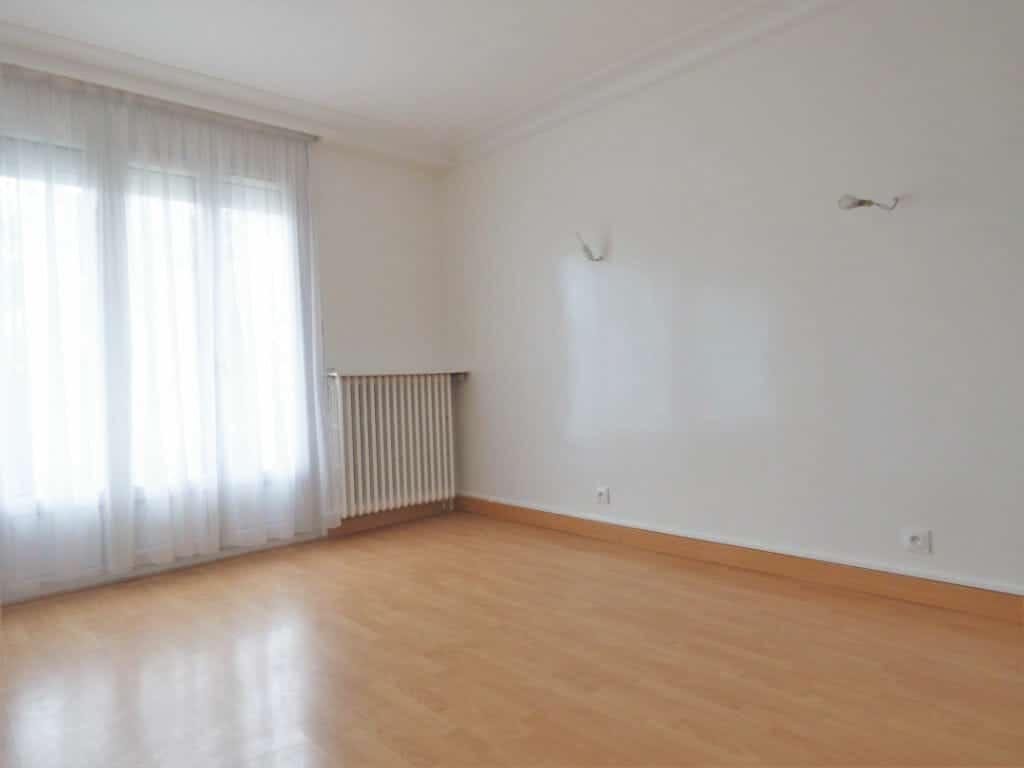 location appartement val de marne: 3 pièces, salon avec balcon, vitry sur seine