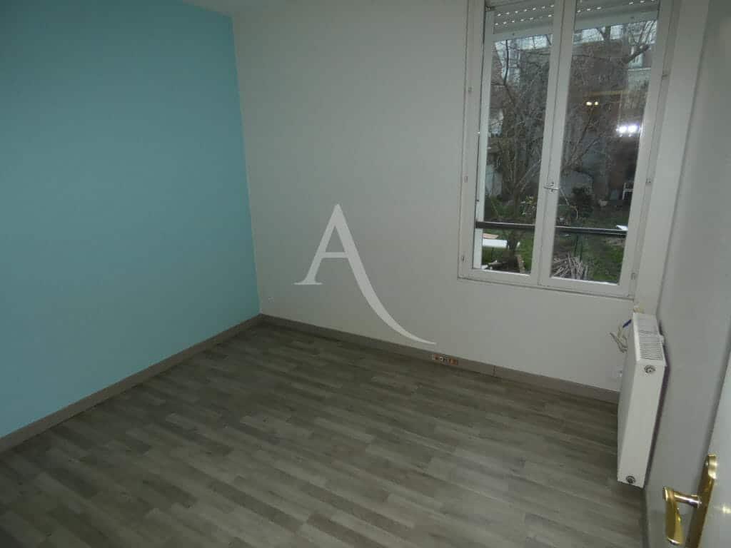 estimation appartement alfortville: 3 pièces 58 m², première chambre avec fenêtres double vitrages