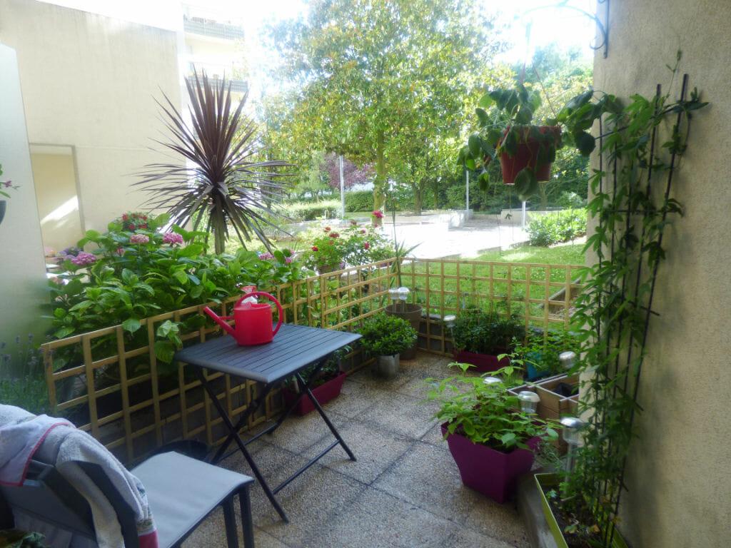 agence immo maisons-alfort:  2 pièces 49 m², très belle terrasse, 76 m² au rez-de-chaussée