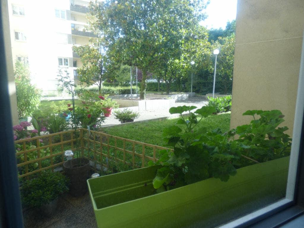 agence immobilière 94: appartement 2 pièces 49 m², vue dégagée de la terrasse, espace vert