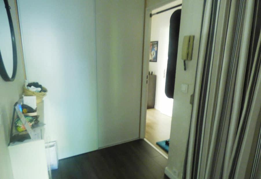 immobilier a maisons alfort: 2 pièces 49 m², entrée de l'appartement avec armoire/penderie encastrée
