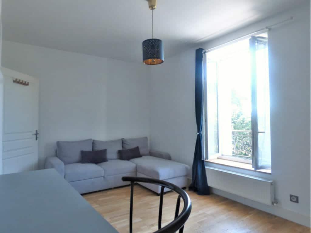 location maisons alfort: studio 25 m², pièce de vie meublée et lumineuse