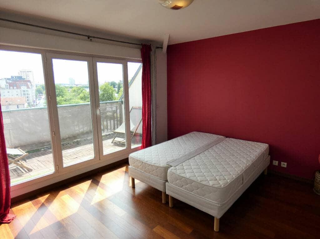 louer appartement à alfortville: 5 pièces 121 m², première chambre avec lit double accès balcon