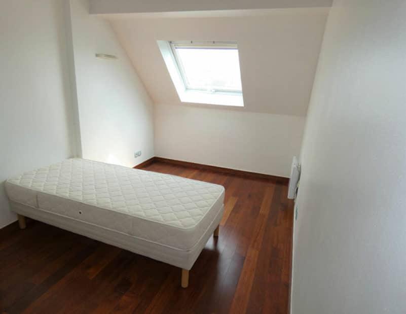 syndic alfortville: 5 pièces 121 m², troisième chambre mansardée avec lit simple