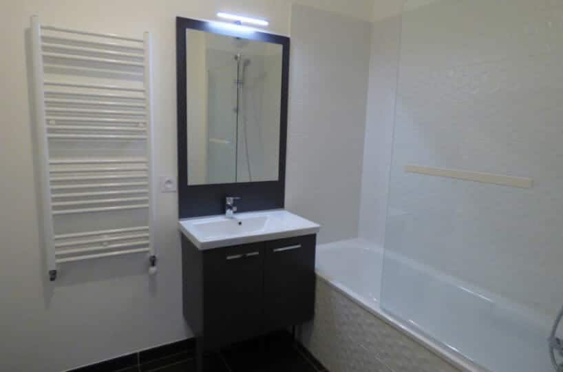 agence immobilière maison alfort: 3 pièces 53 m², salle de bain avec baignoire, wc séparé