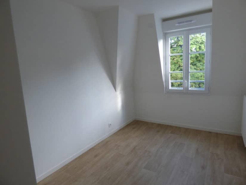 location appartement 94: à louer 3 pièces 53 m², chambre à coucher mansardée