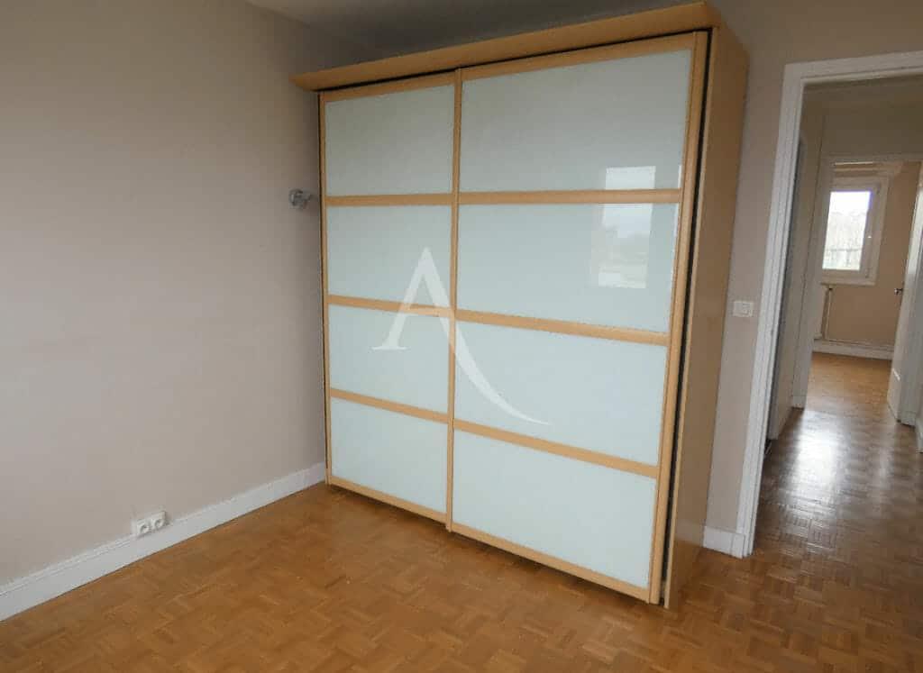 appartement alfortville: appartement 3 pièces 56 m², première chambre avec penderie aux portes coulissantes