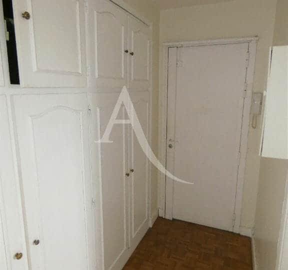 l adresse alfortville: appartement 3 pièces 56 m², entrée avec armoires encastrées, parquet au sol