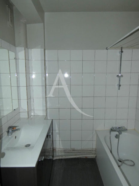 vente appartement alfortville: 3 pièces 56 m², salle de bain avec baignoire, meuble de rangements sous lavabo