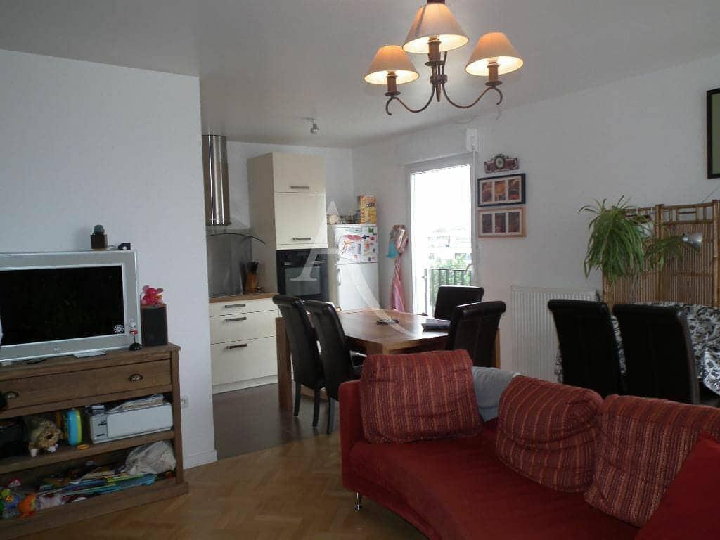 agence immobiliere 94: appartement 4 pièces 81 m², séjour avec cuisine ouverte, très bon état général