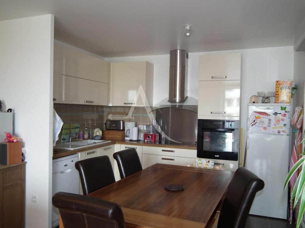 point de vente immobilier: 4 pièces 81 m², cuisine ouverte sur le séjour, aménagée et équipée: four, hotte ...