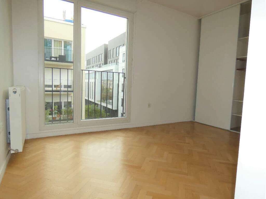 agence immobilière ouverte le samedi: appartement 4 pièces, 2° chambre lumineuse avec armoire encastrée