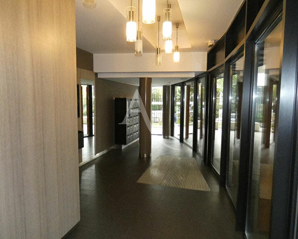 agence immobilière adresse: 4 pièces 81 m², hall d'entrée sécurisé, digicode, interphone, 4° étage avec ascenseur