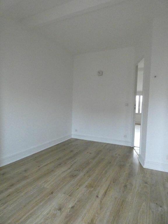 appartement alfortville location: 2 pièces 27 m², chambre avec beau parquet