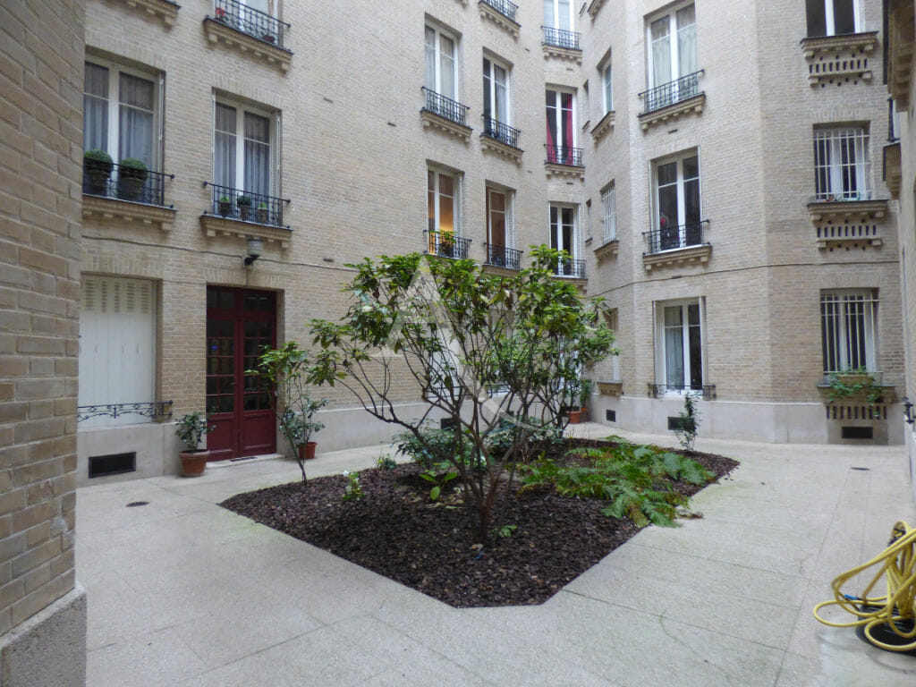 estimation appartement: 22 m², très bel immeuble haussmannien au rez-de-chausée donnant sur cour