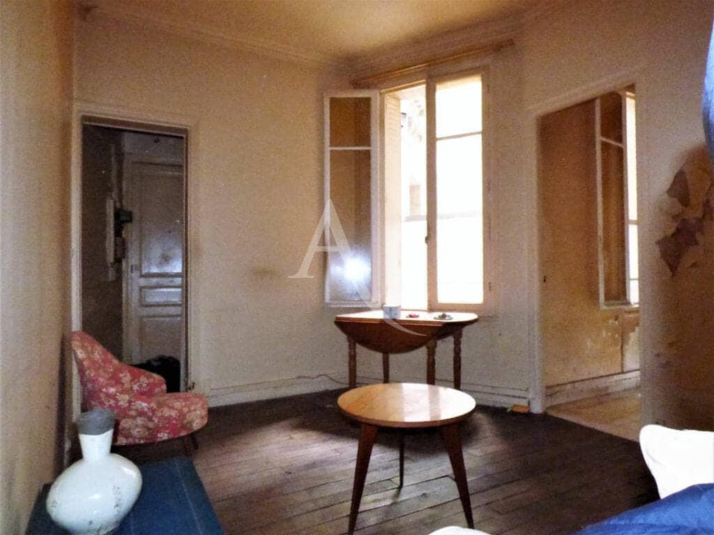 estimation gratuite appartement: 22 m², belle luminosité dans la pièce à vivre travaux à prévoir