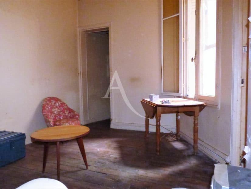 estimation gratuite: 22 m², pièce à vivre lumineuse avec 3 mètres d'hauteur sous-plafond