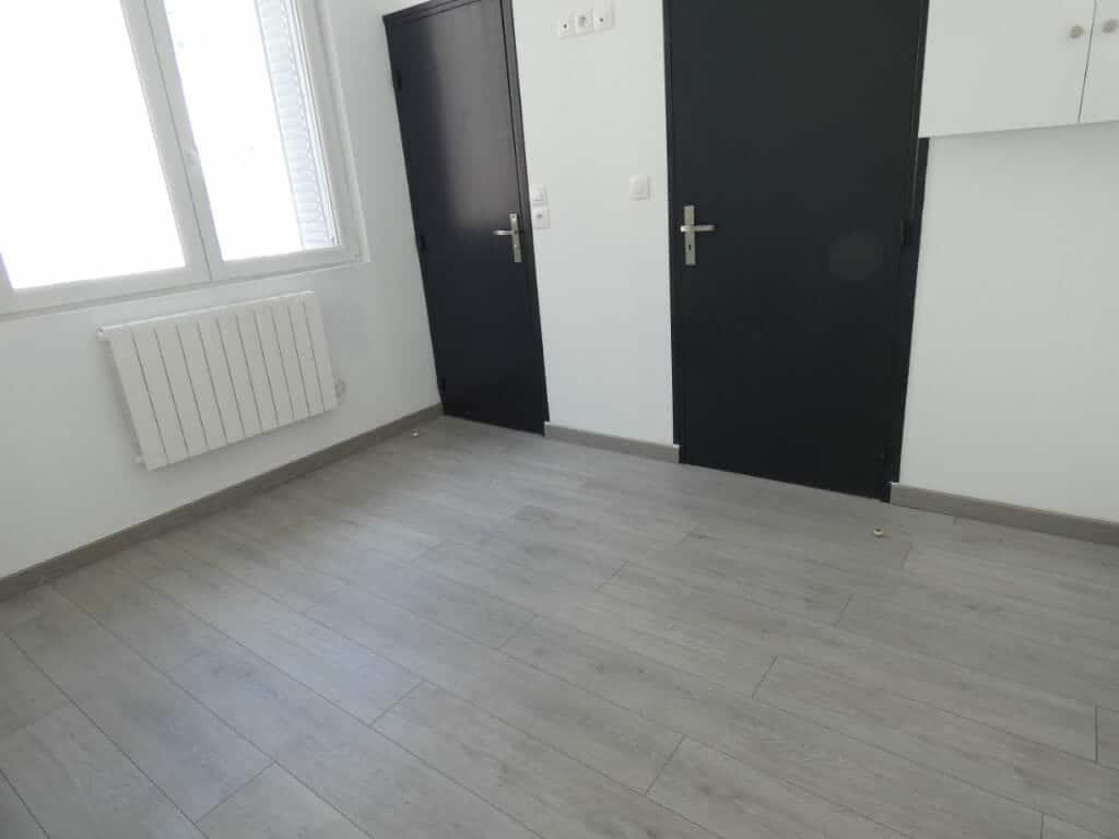 louer appartement alfortville: 2 pièces 33 m², chambre à coucher, volets