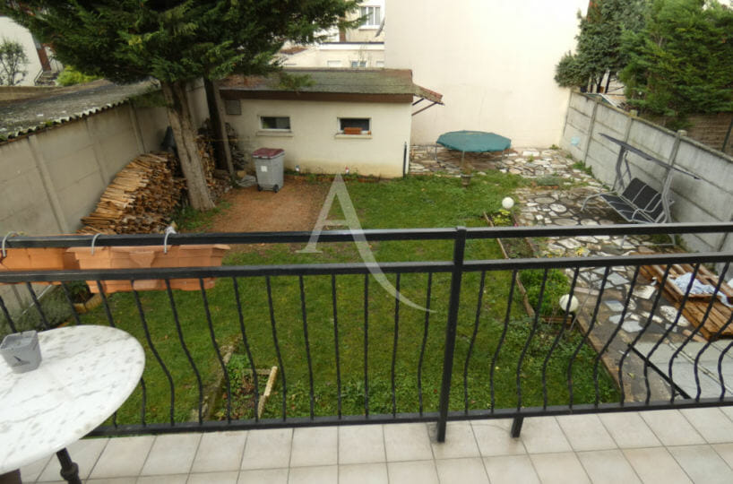 immobilier alfortville: maison 5 pièces 160 m², terrasse d'une des chambres à l'étage