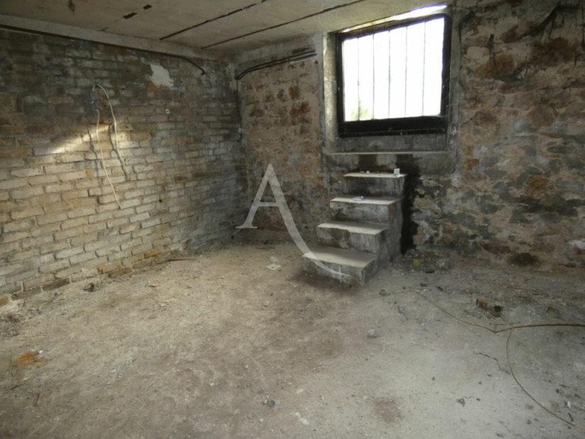 prix vente m2 immobilier: vitry sur seine 4 pièces 76 m², sous-sol avec petit escalier