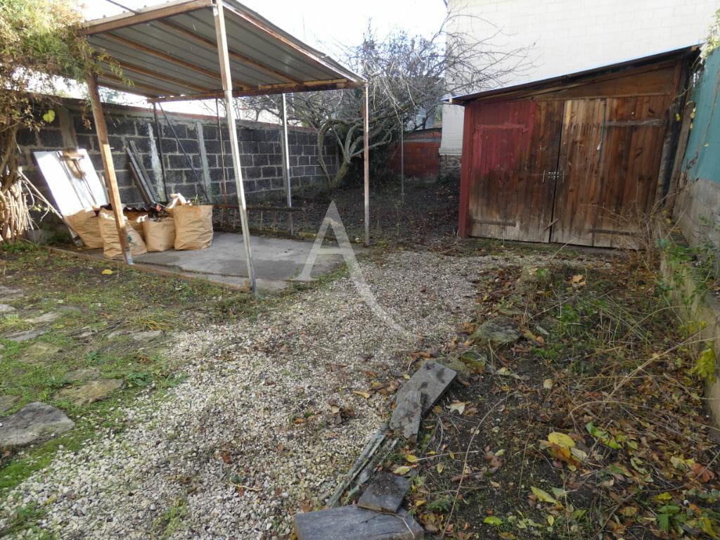agence d immobilier: 4 pièces 76 m², abri bûches dans le jardin de 195 m²