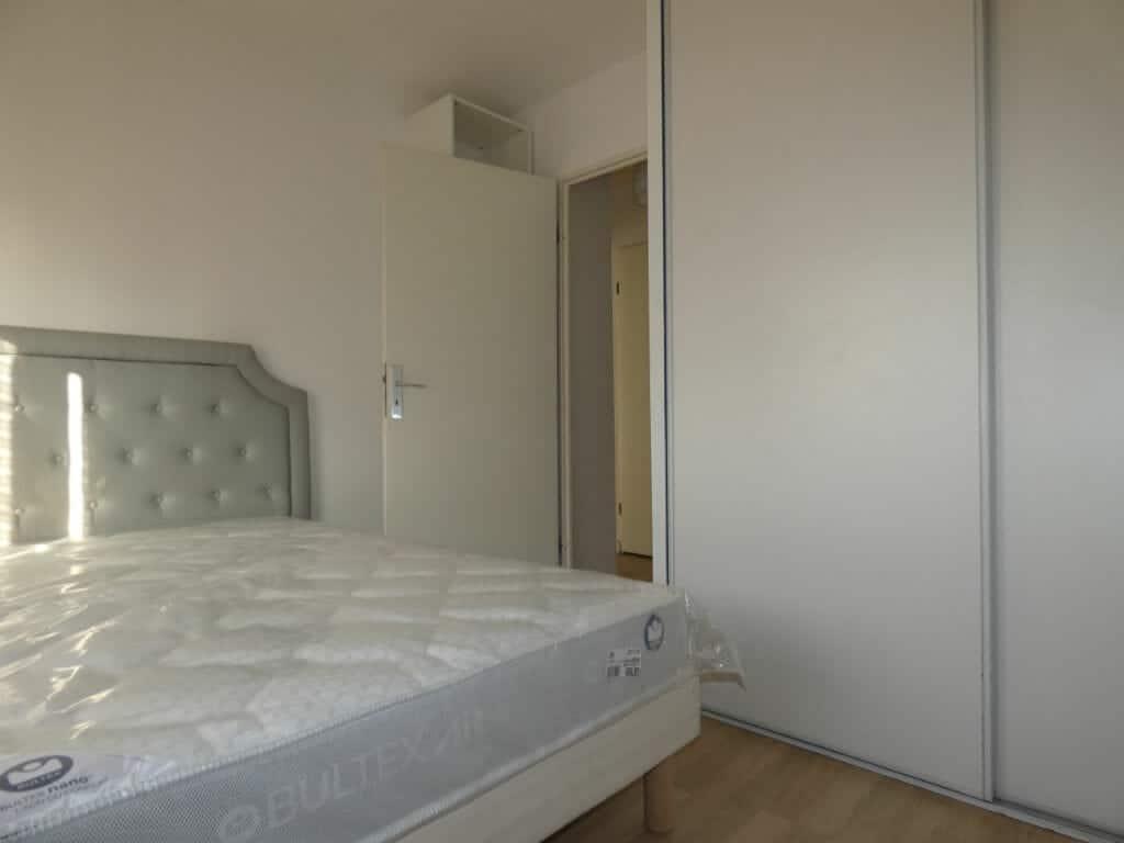 louer appartement alfortville: 2 pièces 43 m², chambre à coucher avec armoire / penderie