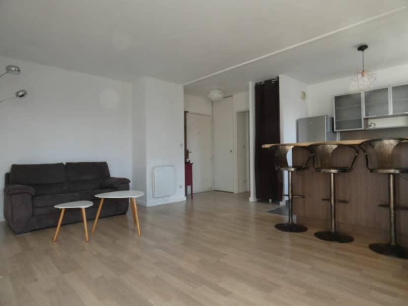 agence immobilière alfortville: 2 pièces 43 m², cuisine moderne aménagée avec bar