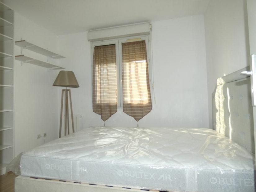 alfortville immobilier: 2 pièces 43 m², chambre à coucher avec étagères pour rangements