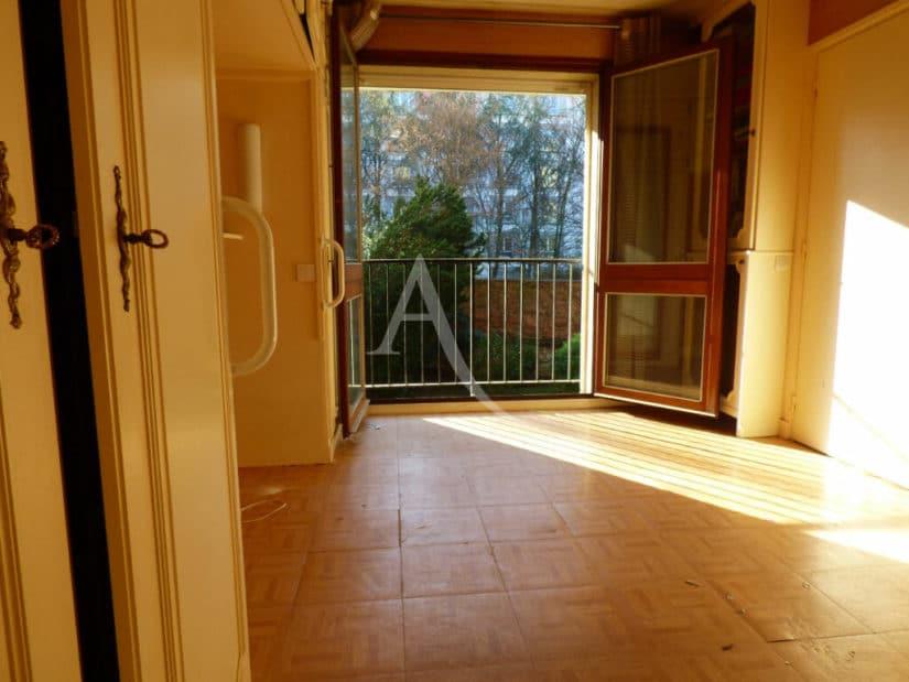 estimation appartement gratuite: 2 pièces 39 m², chambre à coucher, vue sur un parc