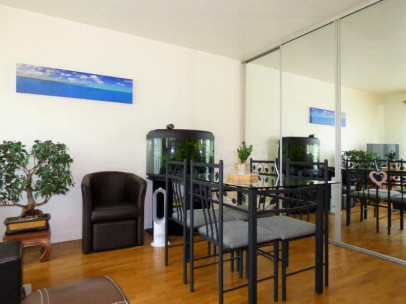 estimation appartement: 2 pièces 44 m², séjour avec coin repas, armoire vitrée encastrée, saint-maurice