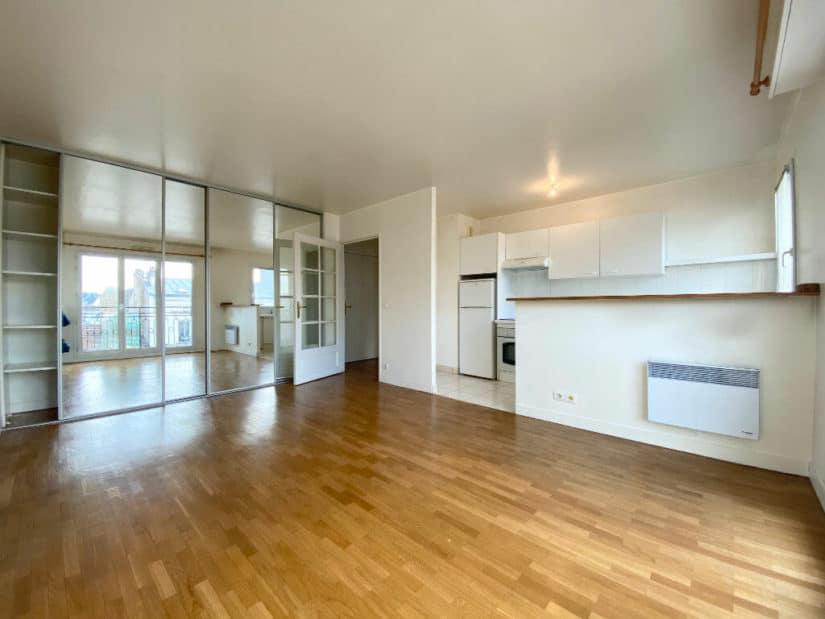 estimation appartement gratuite: 2 pièces 44 m², séjour lumineux avec cuisine américaine, saint maurice