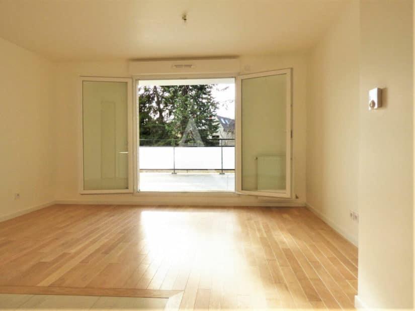 appartement a louer val de marne pas cher: 2 pièces 44 m², grande terrasse avec vue dégagée accès salon