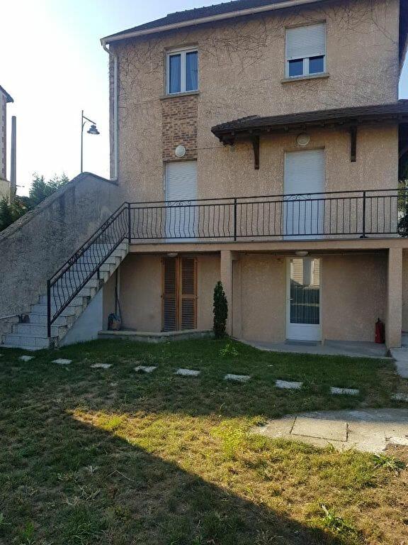 location appartement 94700: studio 13 m² meublé, aperçu façade du coté jardin