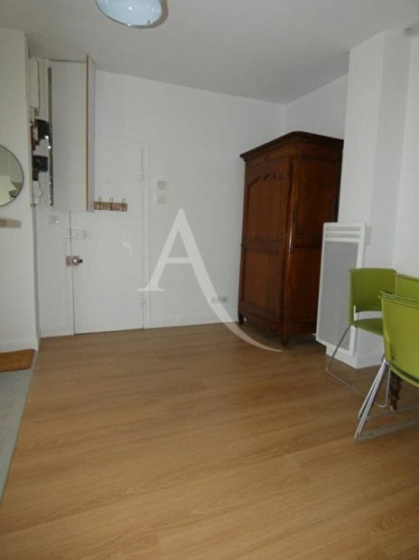 appartement alfortville: 2 pièces 31 m², séjour vu depuis la salle d'eau