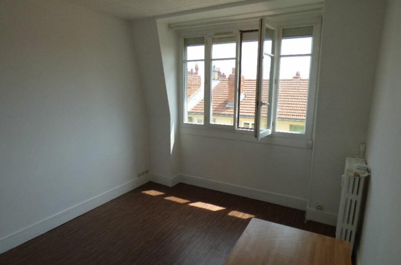 immo alfortville: appartement 2 pièces 33 m², chambre à coucher lumineuse