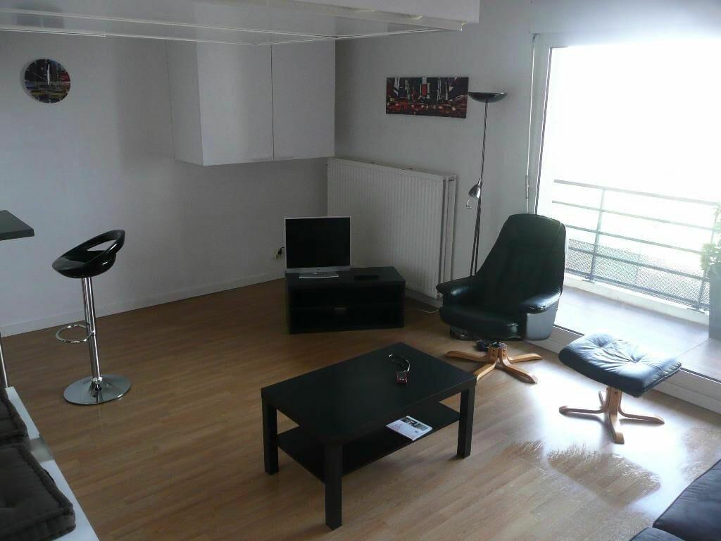 louer studio à maisons-alfort: 31 m², pièce principale lumineuse accès balcon