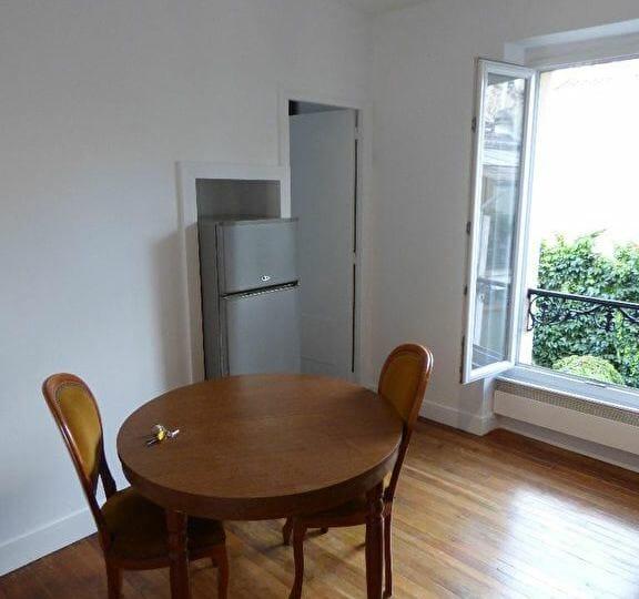 agence alfortville: a louer 2 pièces meublé 26 m², séjour avec parquet au sol, rue véron, proche métro