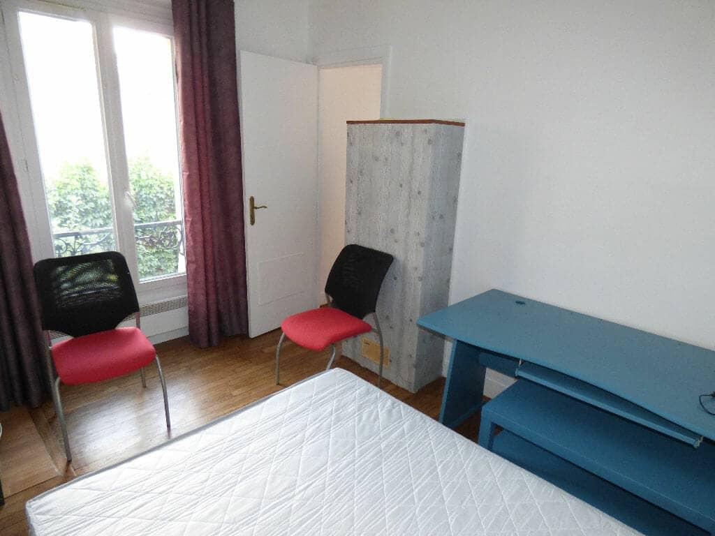 agence de location appartement: 2 pièces meublé 26 m², chambre avec lit double, bureau