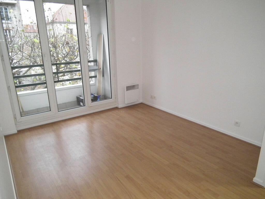 agence de la mairie charenton: 2 pièces 47 m² à louer, avec séjour avec balcon et parquet au sol