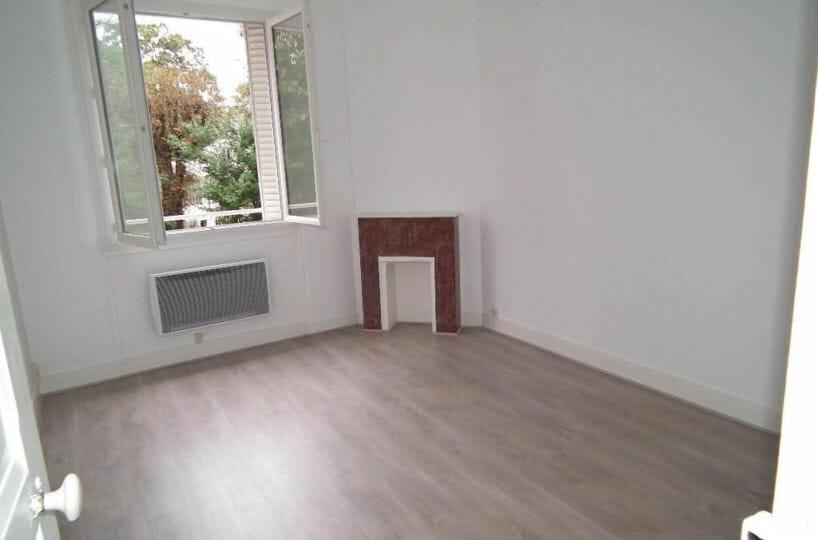 immobilier louer: studio 24 m² avec cheminée en marbre décorative, proche gare rer e le raincy