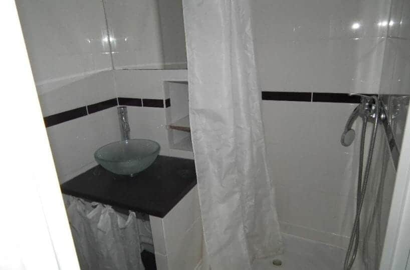 l adresse immobilier: studio 24 m², salle d'eau avec douche, entièrement carrelée