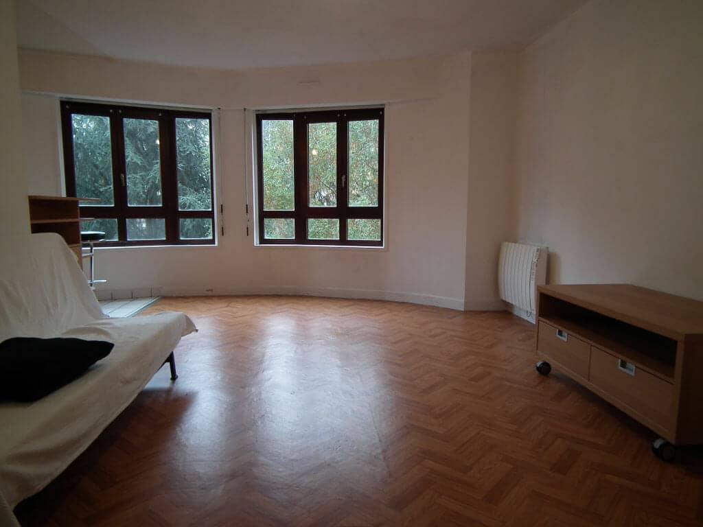 location appartement val de marne: studio 35 m², grande pièce à vivre avec vue sur jardin au calme
