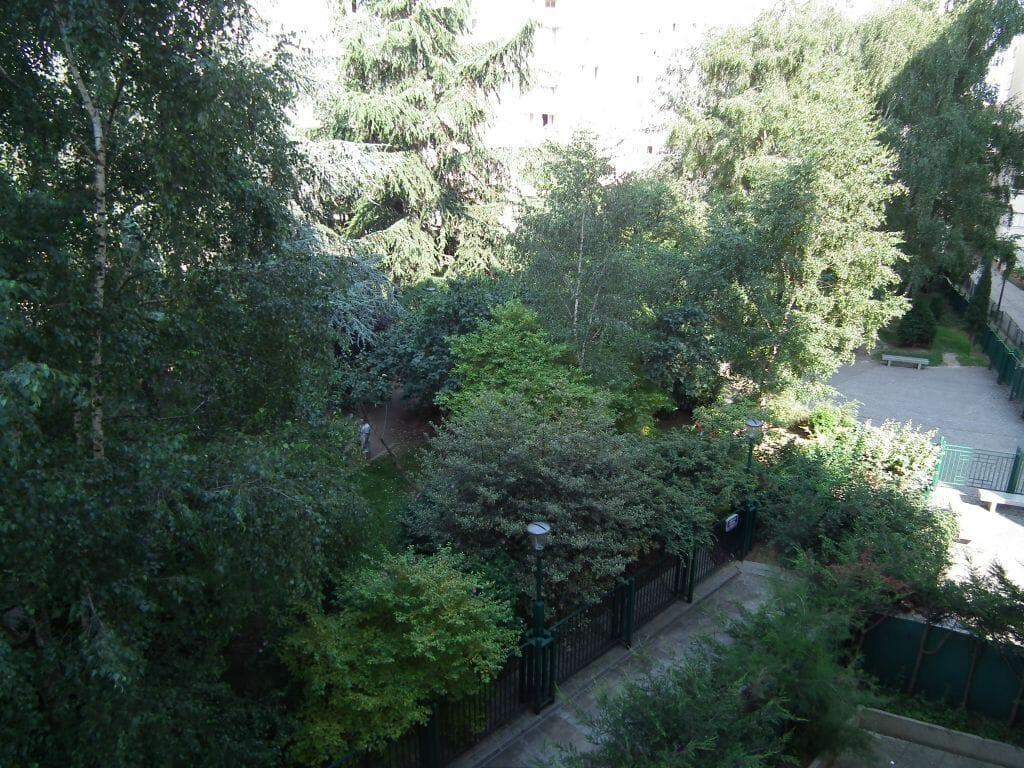 immo valerie: studio 35 m² meublé au 3° étage, vue sur les jardins, au calme