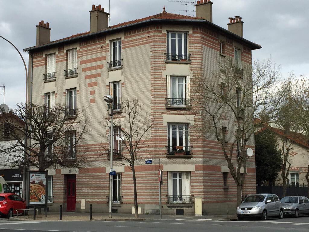 location appartement maisons alfort: 3 pièces 51 m², dernier étage d'un immeuble entretenu, proche commerce, métro stade