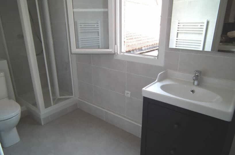 location par agence alfortville: appartement 2 pièces 34 m², salle de bain avec toilettes